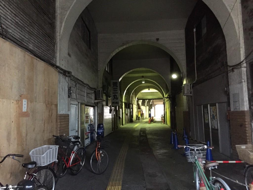 鶴見駅のガード下!映画のロケによく使われます!